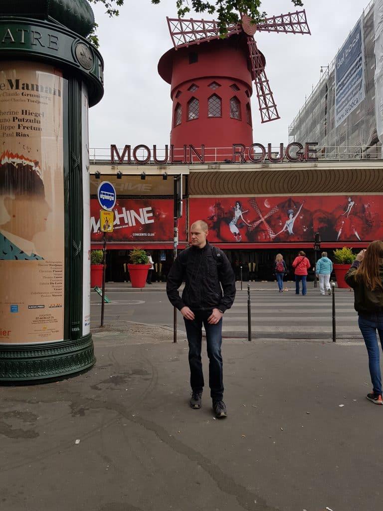 Semester och bröllopsdag i Paris, Moulin Rouge