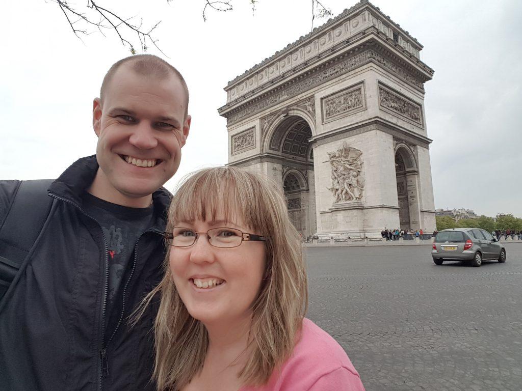 Semester och bröllopsdag i Paris, Triumfbågen, Champs-Élysées