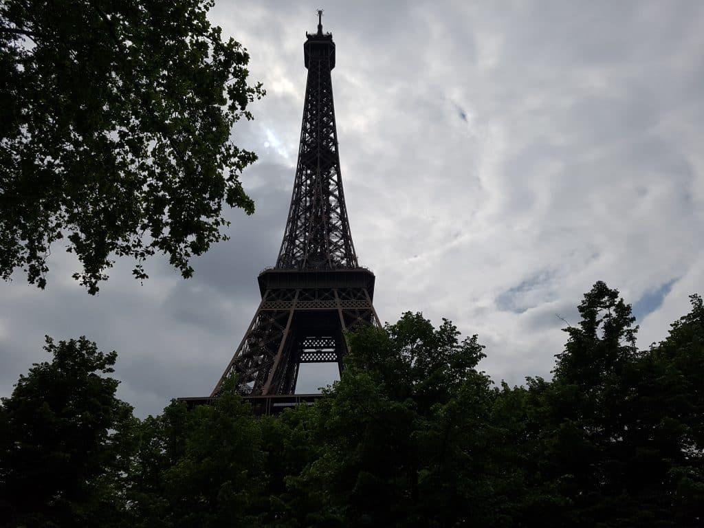 Semester och bröllopsdag i Paris, Eiffeltornet