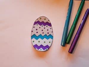 Påskpyssel dekorerat ägg