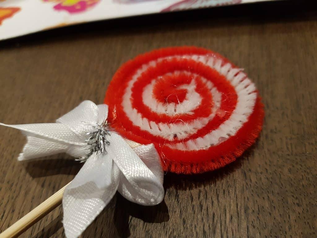Julpyssel som är enkelt för barn, rosetterna