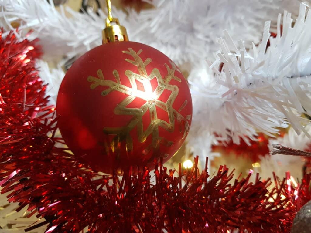 Julpyssel personlig julgranskula