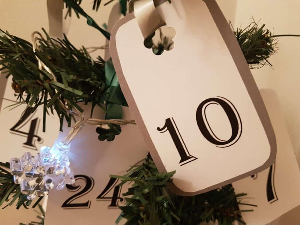 Julpyssel adventskalender till julgran